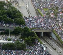 Thousands rally in support of Hong Kong police