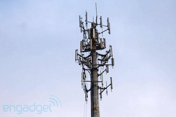 FCC seen reviewing rules for carrier spectrum sales, might try one-size-fits-all model
