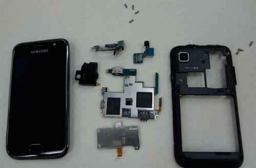 Samsung Galaxy S gets torn down, looks equally beautiful on the inside (video)