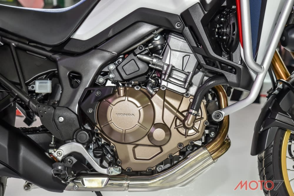 強調低轉扭力爆發的並列雙缸引擎。