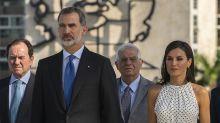 Lunares en blanco y negro: el primer look oficial de la reina Letizia en La Habana