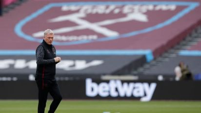 Soccer-Moyes admits top-four chances 'slim' after Everton defeat