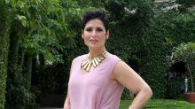 Rosa López, elegante pero clásica, presentando su programa