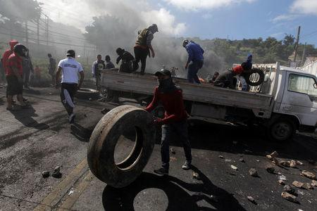 Supporters of Salvador Nasralla, presidential candidate for the Opposition Alliance Against the Dictatorship, unload a truck with rocks and tires for a barricade settled to block road during a protest caused by the delayed vote count for the presidential election in Tegucigalpa, Honduras December 1, 2017. REUTERS/Jorge Cabrera