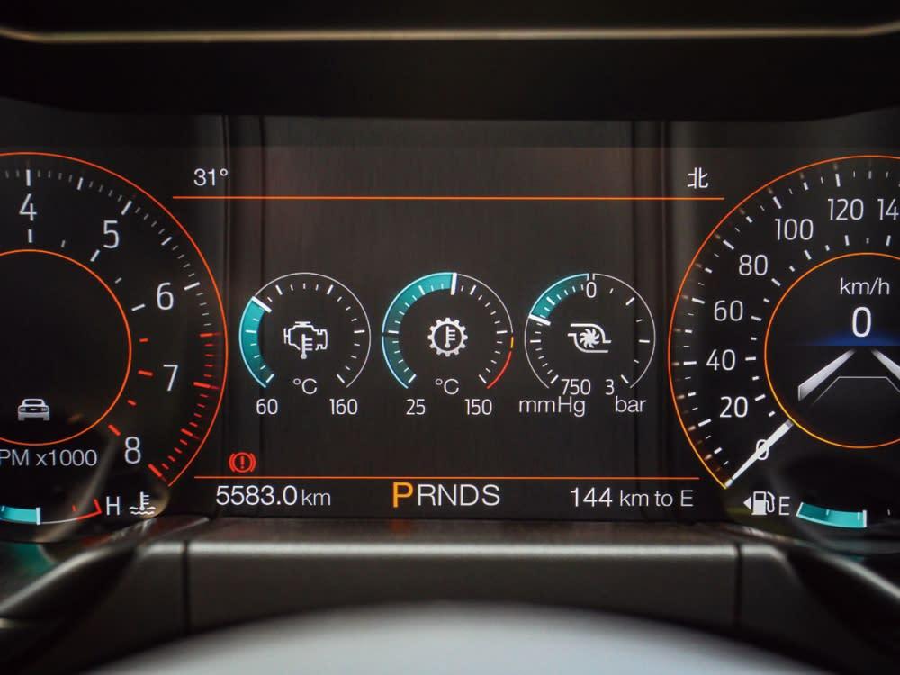 12.3吋全液晶多功能顯示儀表螢幕,除了有多樣儀表的變化外,包含油溫、渦輪壓力都整合其中。