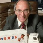 Toys R Us founder dies days after company shutdown