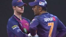 IPL 2017: When Steve Smith ran to MS Dhoni for last over advice against MI