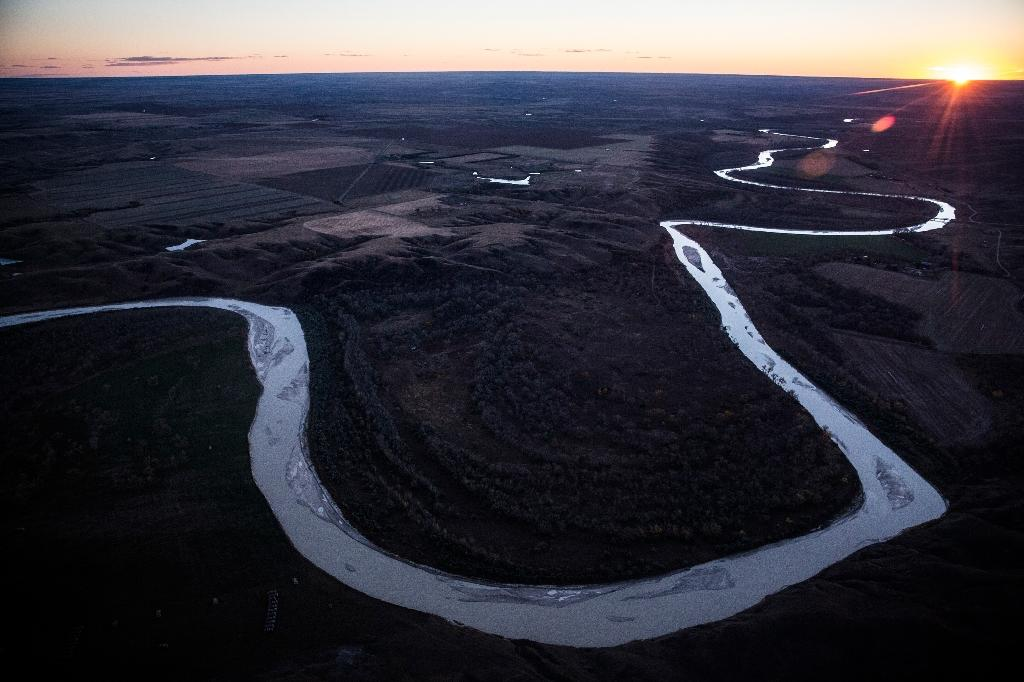 The White River weaves through the landscape near where the proposed Keystone XL pipeline would pass on (AFP Photo/Andrew Burton)