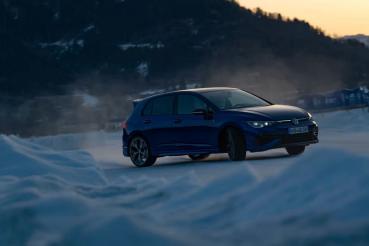 Volkswagen Golf R雪地有多厲害?與Golf R32同場較勁就知道