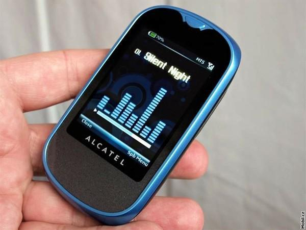 Alcatel follows the pack, shows cheap touch and QWERTY sets