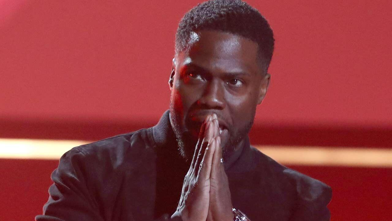 Kevin Hart Makes First Official Appearance at People's Choice Awards 2019 Following Near-Fatal Accident - Yahoo Entertainment