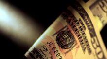 Dólar cae pese a salto rendimientos bonos Tesoro EEUU, toca mínimo en 15 meses contra yen