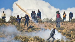 Bolivian miners lift roadblock after deputy minister beaten to death