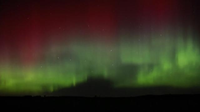Northern Lights fill Minnesota skies with color
