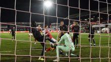 Foot - Cup - Manchester City se sort du piège tendu par Cheltenham en Cup
