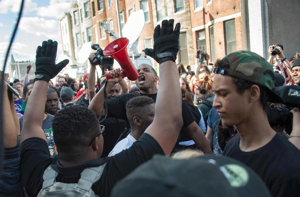Demonstrators chant on Pennsylvania Avenue in Baltimore, Maryland, on April 28, 2015, a day after violence and looting erupted following the funeral of Freddie Gray, who died after suffering severe spinal injuries during a police arrest (AFP Photo/Jim Watson)