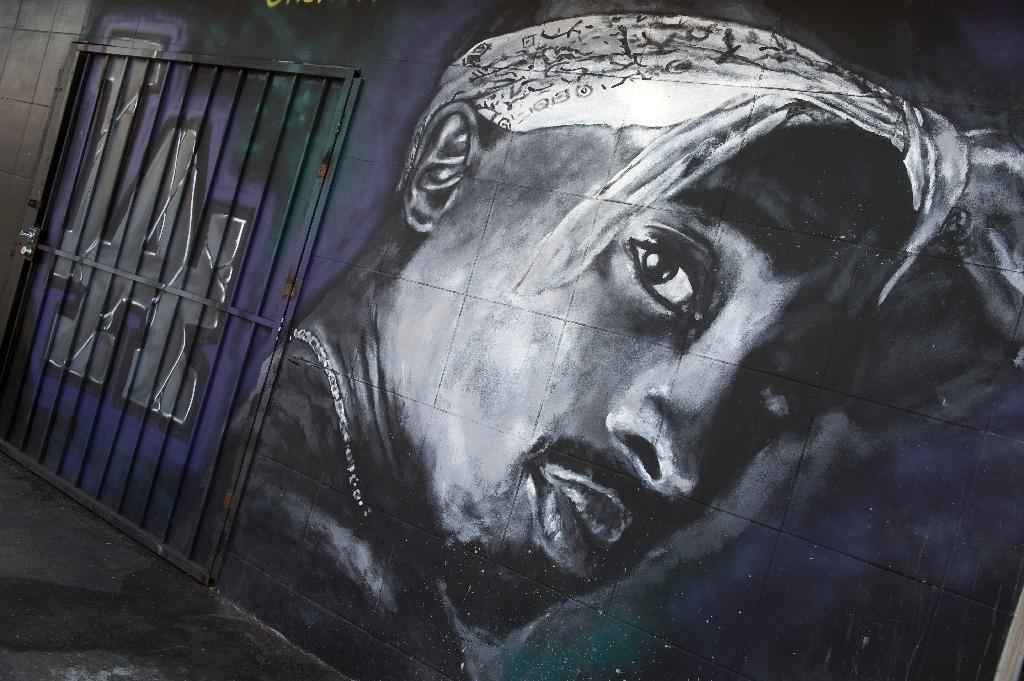 A wall in Los Angeles, California dedicated to the memory of Tupac Shakur is shown in this May 26, 2016 file photo (AFP Photo/VALERIE MACON)