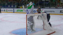 Chill KHL goalie drinks water while opponent misses scoring chance (Video)