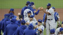 Kershaw wins third straight, Dodgers sweep Giants in DH