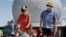 Hombre golpea y amenaza a guardia de Disney por tapabocas