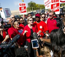Biden, Warren Join GM Workers as UAW's Strike Enters Second Week