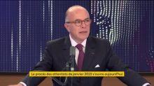 """En 2020, Bernard Cazeneuve n'est """"pas sûr"""" que le slogan """"Je suis Charlie"""" réunirait trois millions de personnes"""