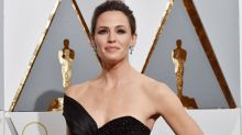 Jennifer Garner Shares Surprisingly NSFW Story About Fitting Into Her Oscars Gown