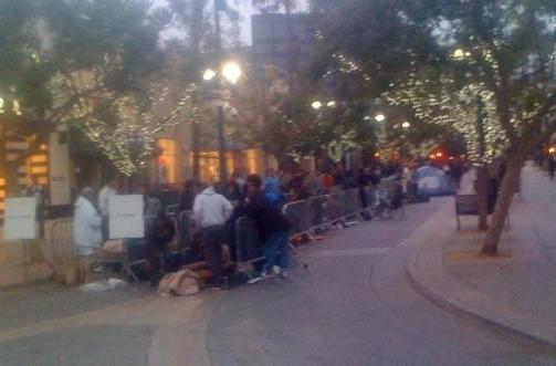 iPhone 4 launch: In line at the Santa Monica store