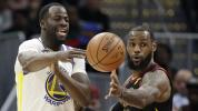 Warriors pull away from slumping Cavs