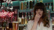 女神大戰怪獸?Anne Hathaway 在新戲《Colossal》中重拾傻大姐角色,必會大放笑彈!