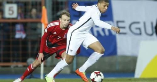 Foot - Bleus - Kylian Mbappé, le plus jeune international français des années 2000
