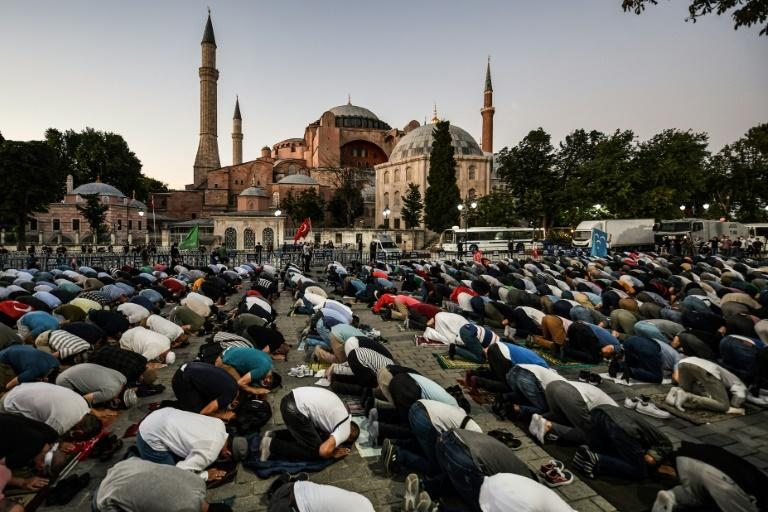 There were outdoor prayers of celebration after the reconversion was announced. (AFP Photo/Ozan KOSE)