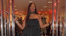 Naomi Campbell no acierta con este look en la Fashion For Relief