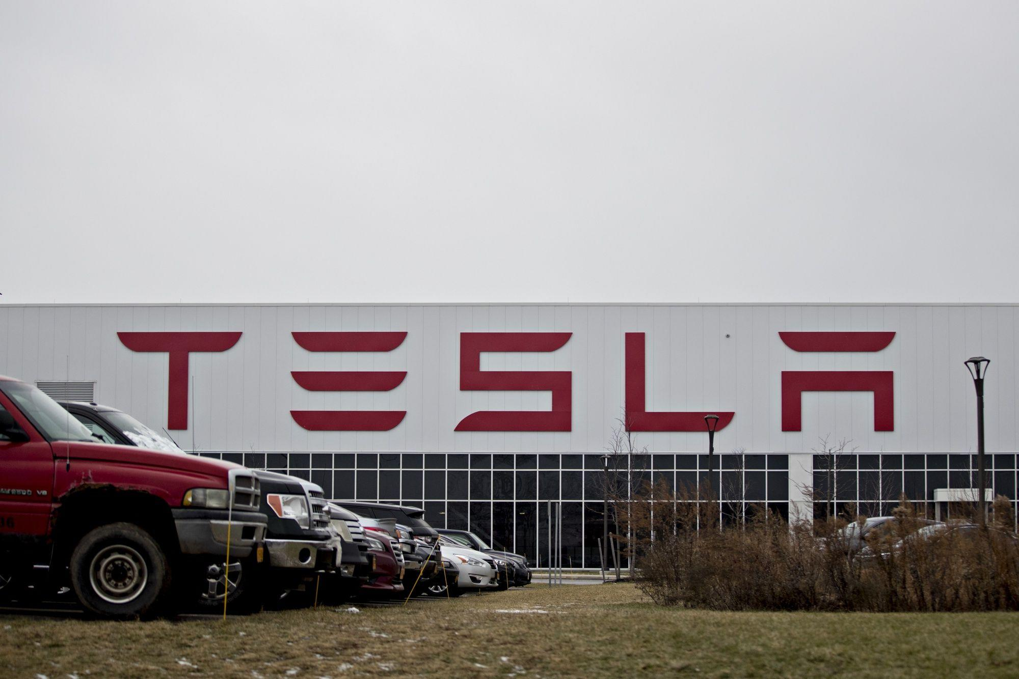 News post image: Tesla Says Two Employees Tested Positive for Coronavirus