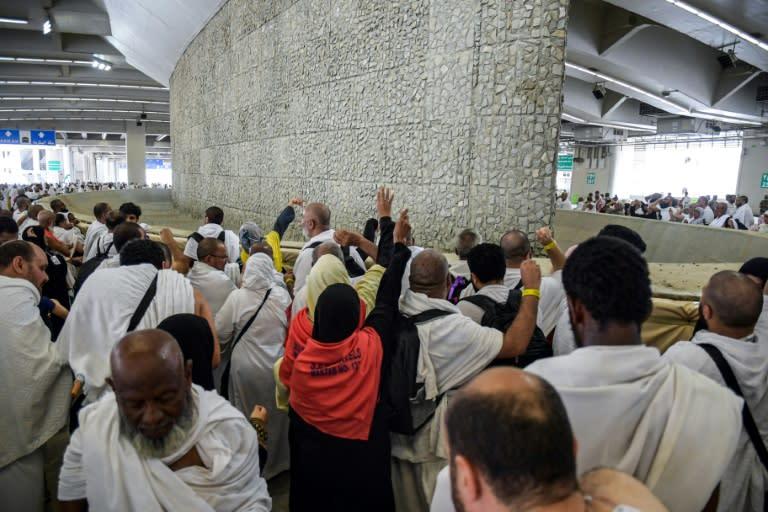 Muslim hajj pilgrims perform Satan stoning ritual