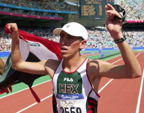 Noé Hernández entra en el Estadio Olímpico de Sídney durante los Juegos Olímpicos, el 22 de septiembre de 2000