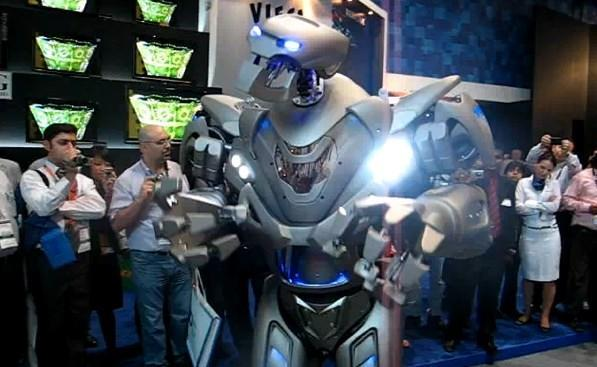 Titan the Robot dances, sings, scares the bejeezus out of us (video)