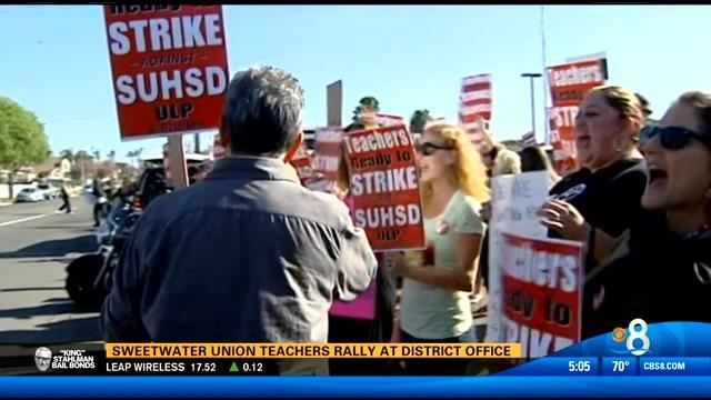 Sweetwater union teachers rally at district office