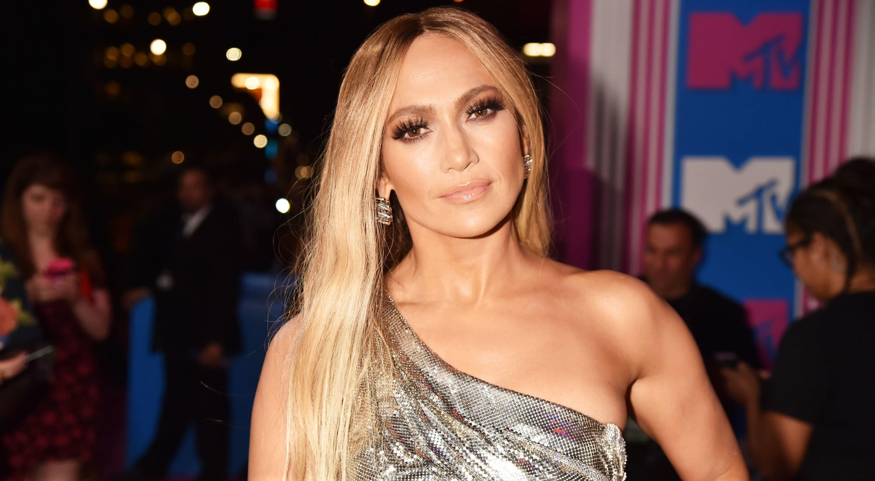 Jennifer Lopez Just Debuted a Long Bob, Courtesy of Hairstylist Chris Appleton - Yahoo Lifestyle