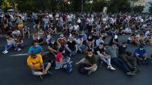 Serbia: dopo le proteste e gli scontri, Vučić cancella il coprifuoco