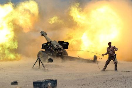 A member of the Iraqi security forces fires artillery during clashes with Islamic State militants near Falluja, Iraq, May 29, 2016. REUTERS/Alaa Al-Marjani