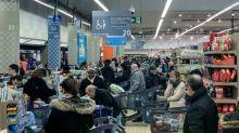 Coronavirus: dans les supermarchés, pas de ruée mais le besoin d'anticiper