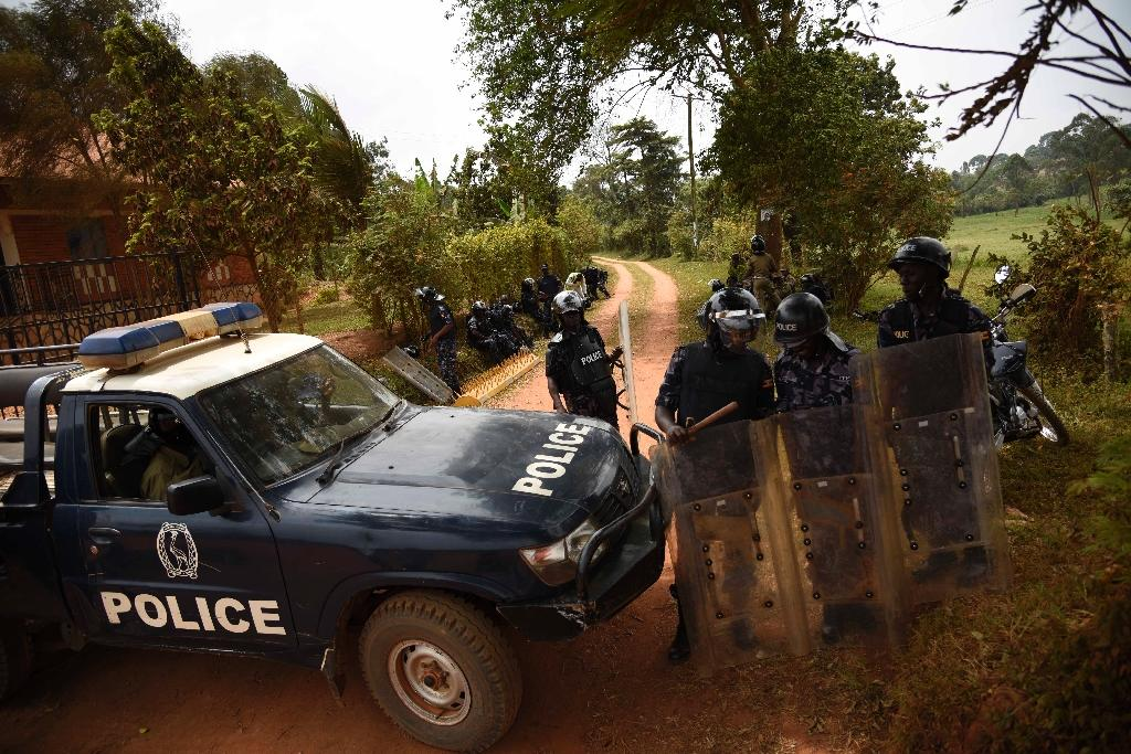 Ugandan policemen guard a checkpoint on the outskirts of Kampala, in February 2016 (AFP Photo/Isaac Kasamani)