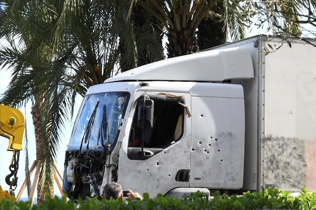 A picture taken on July 15, 2016 shows the truck, riddled with bullets, that was driven by a man through a crowd celebrating Bastille Day being towed away by breakdown lorry in the French Riviera city of Nice (AFP Photo/Boris Horvat)