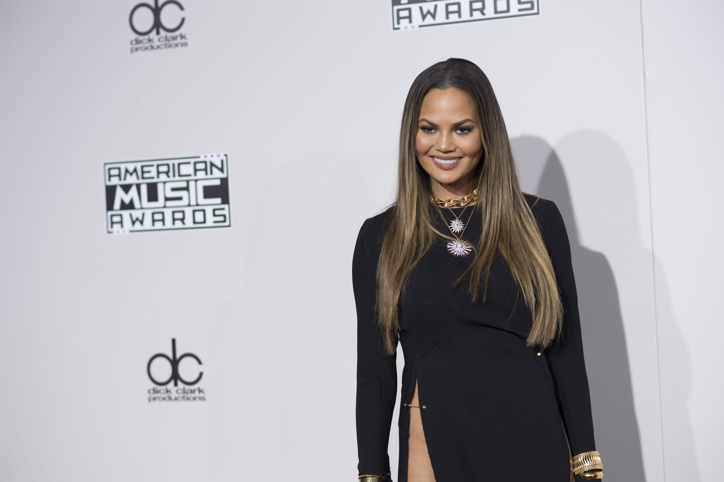 Response to a twitter troll who shamed her for not wearing makeup - Chrissy Teigen Had The Best Response To A Twitter Troll Who Commented On Her Pubic Hair And We Re Cheering