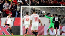 Manchester United escapes from Sevilla, but looks like a Champions League pretender