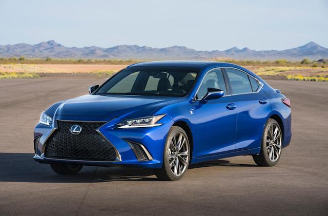 Lexus' 2019 ES will be its first model with CarPlay support