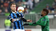 Inter-Ludogorets, i calciatori bulgari con guanti e mascherina