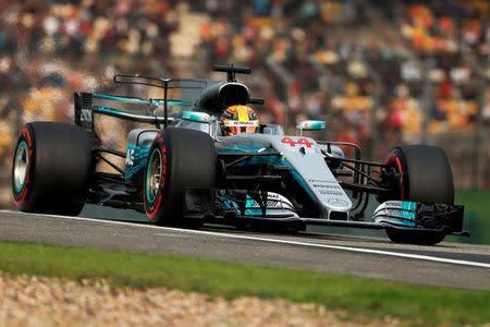 El Mercedes de Lewis Hamilton, durante la clasificación para el Gran Premio de China, en Shanghái