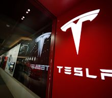 Massive problems at Tesla, Goldman Sachs may get into hotels, Ryanair gives warning